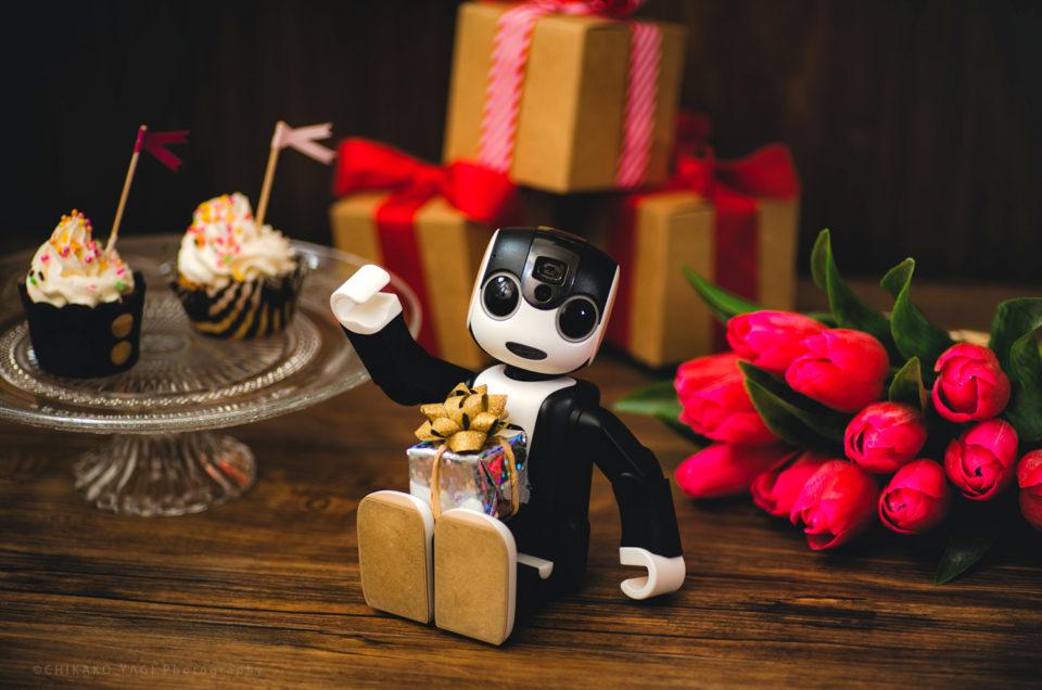 シャープ株式会社「ROBOHON(ロボホン)」公式サイトにて、「Happy Birthday RoBoHoN IMAGE COLLECTION」公開